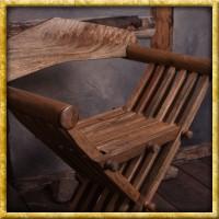 Mittelalterlicher Scherenstuhl mit Rückenlehne